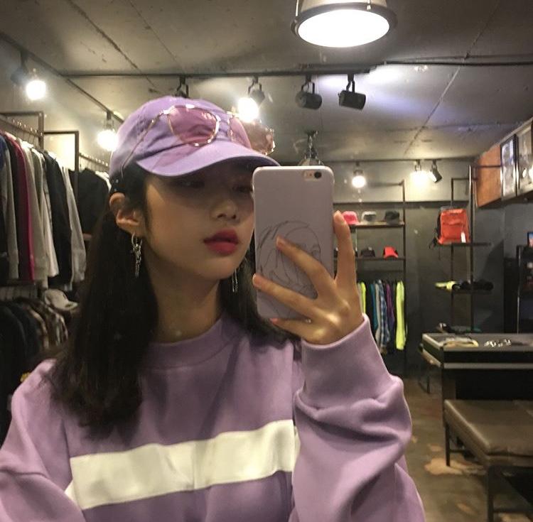 韓国女子 セルカ 鏡