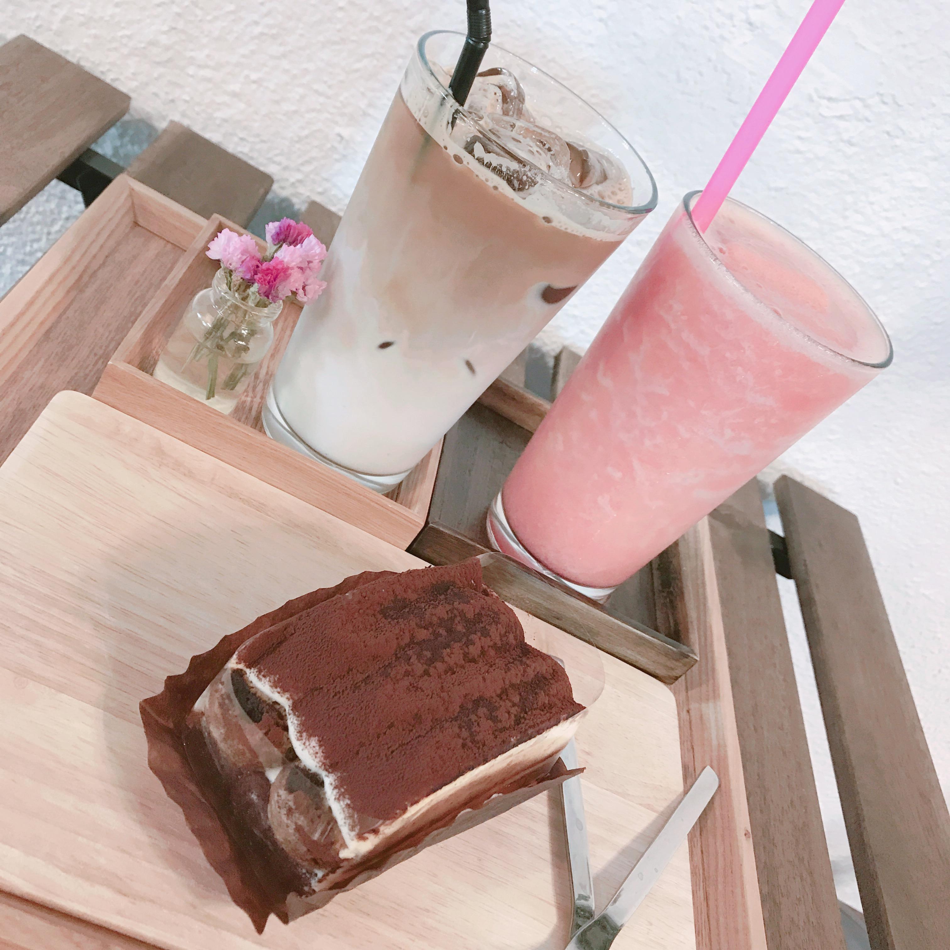 飲み物とケーキ