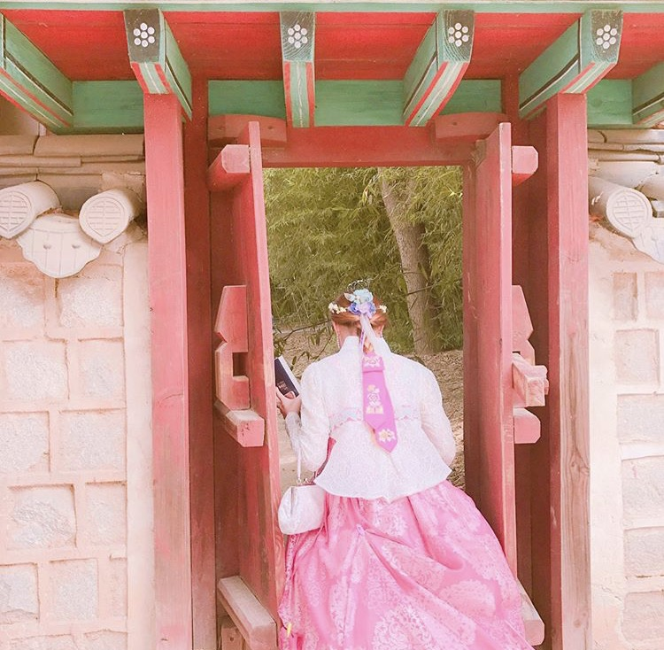 韓国人女の子韓服