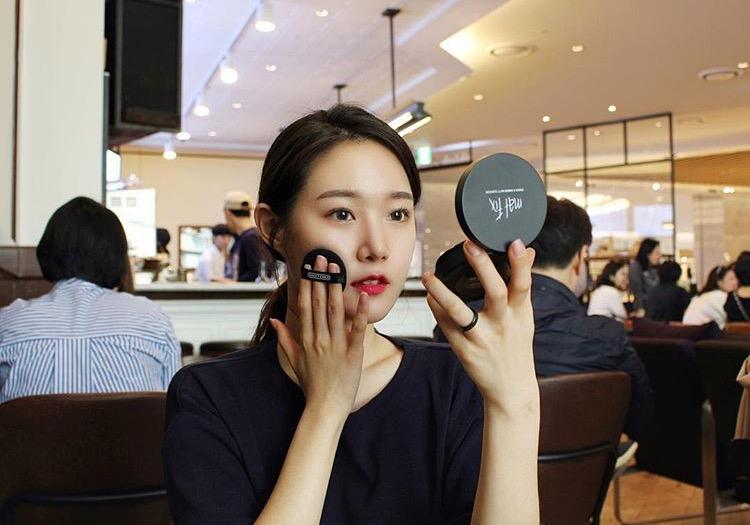 黒髪 韓国の女の子