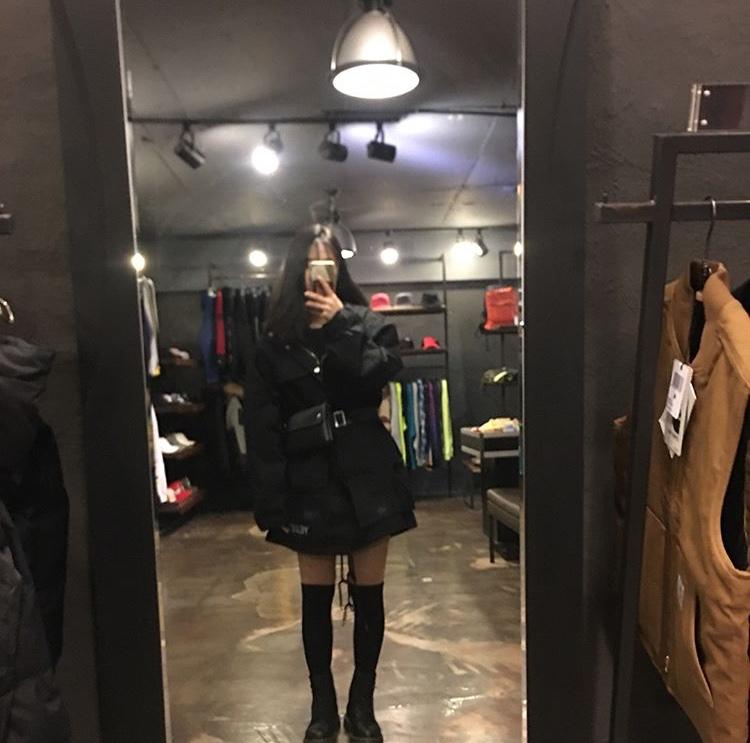韓国 女の子 黒